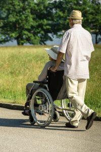 недееспособный члеовек (инвалид)